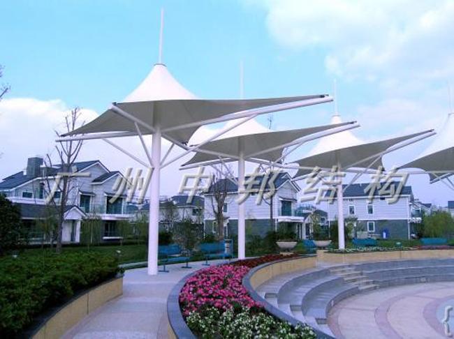 沙特阿拉伯吉大机场候机大厅的悬挂膜结构占地42万m2